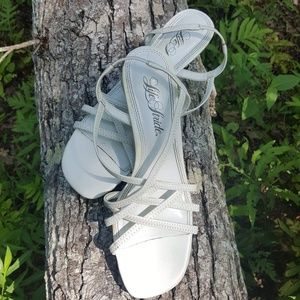 Life Stride womens strappy sandals